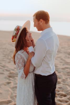 Séance de couple sur la plage