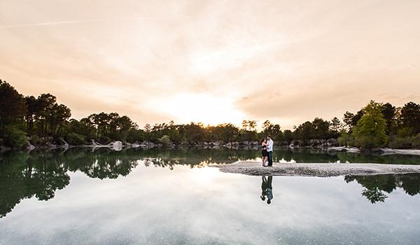 Séance de couple romantique au bord de l'eau : {Hélène & Guillaume}