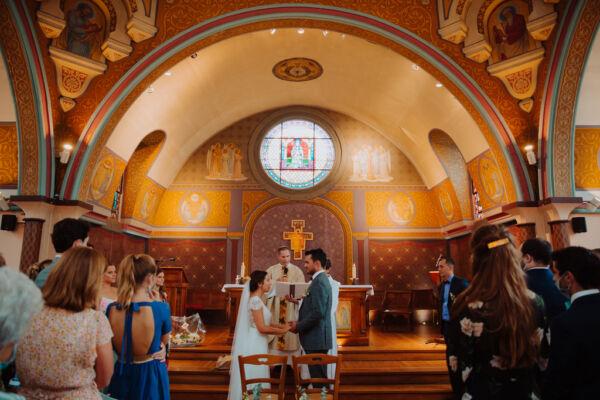 couple qui s'unit à l'église Notre Dame des Passes d'Arcachon