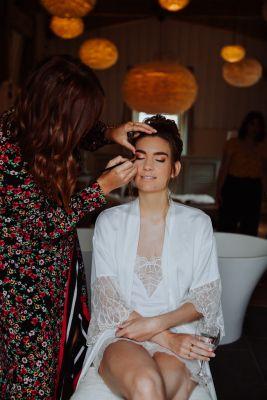 maquillage et coiffure de la future mariée